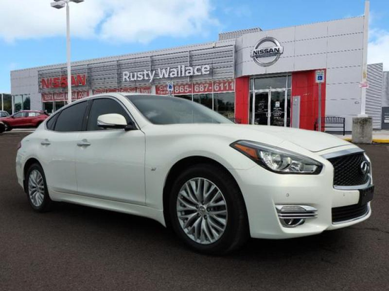 Pre-Owned 2015 INFINITI Q70 Base